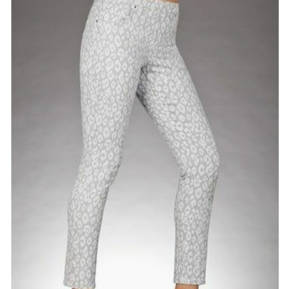 2b2f692a672 ⏳SALE⏳ Boston Proper White Leopard Legging